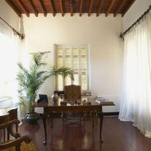 家具やファブリックは自然素材のもので