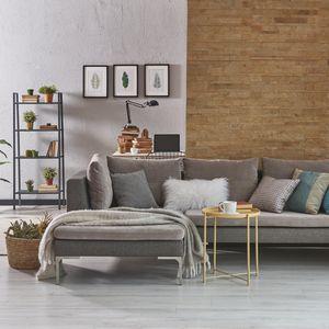 シンプルモダンな家具と雑貨が置かれた部屋